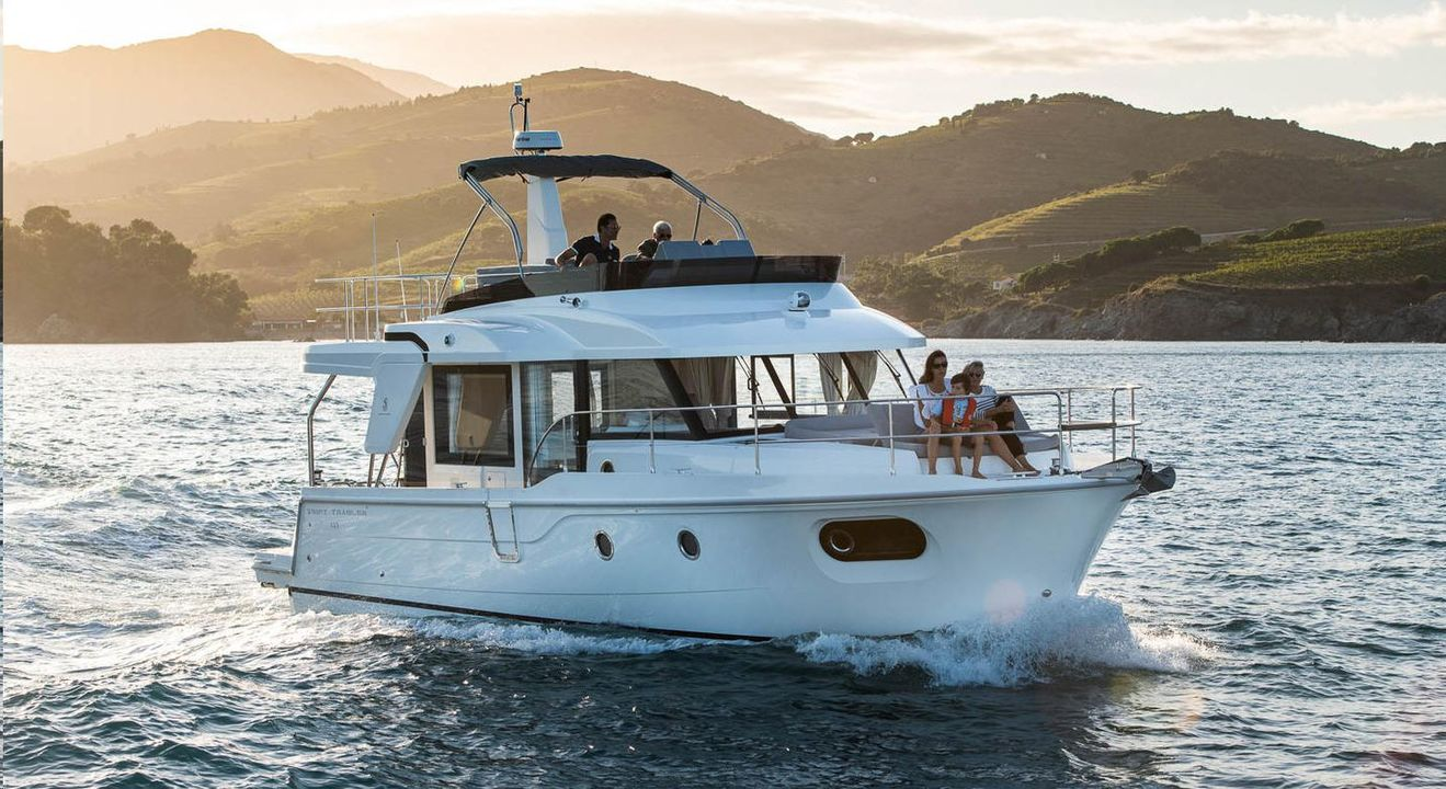 BENETEAU SWIFT TRAWLER 41FLY inboard