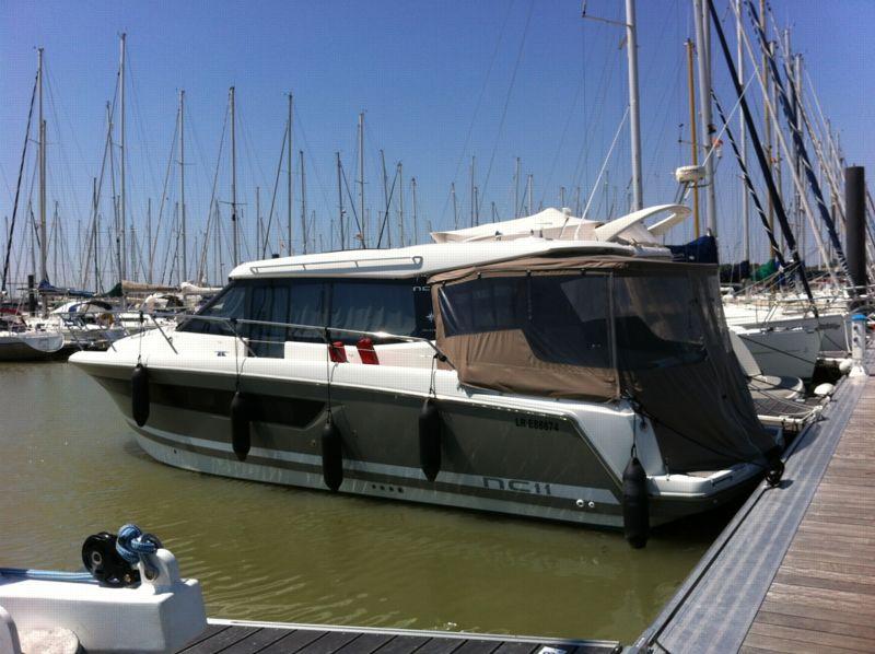 bateau inboard occasion jeanneau nc 11 en vente partir de 199 000 la baule nautic chantier. Black Bedroom Furniture Sets. Home Design Ideas