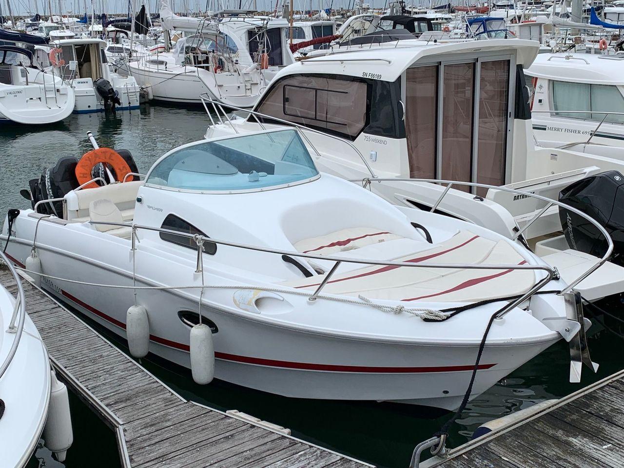 BENETEAU FLYER 750 WA hors-bord